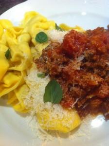 Tortelloni med kött- och tomatsås
